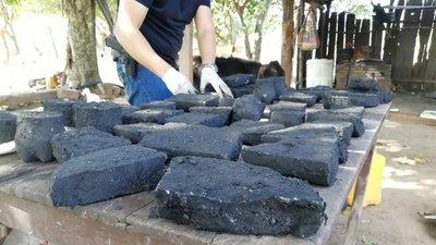 Cocaína negra! Tres colombianos fueron detenidos