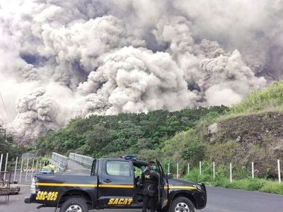 Reabren aeropuertos y declaran estado de calamidad a varias comunidades de Guatemala