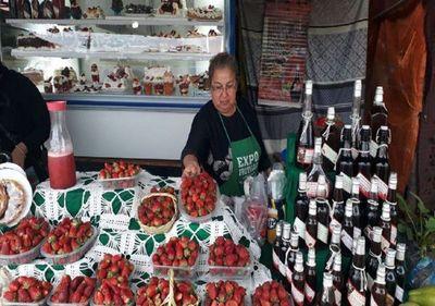 Expo Frutilla: Estanzuela da la bienvenida con variados productos