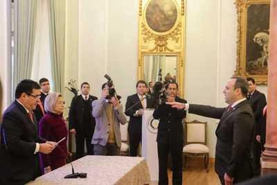 Cartes tomó juramento al ministro del Ambiente y a embajadores en Italia y Suecia