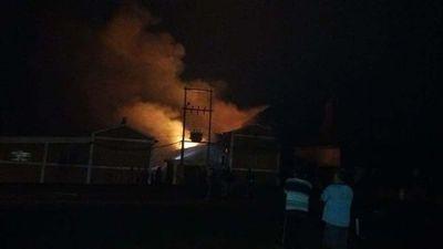 Incendio afecta secadero de Yerba Mate en Carlos Antonio López