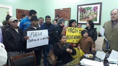 [Caaguazú] Vecinos exigen traslado de antena