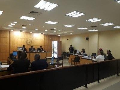 Prosigue juicio oral a sacerdote acusado de abusar a un adolescente