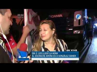 Manifestantes piden renuncia de González Daher