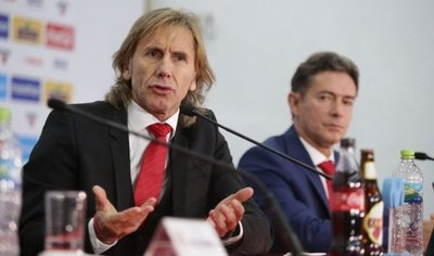 Gareca renueva 3 años con Perú, con opción a un año más