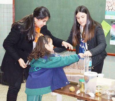 Desarrollan charlas en colegios para sensibilizar sobre cuidado del ambiente
