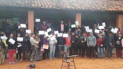 INDERT ENTREGÓ MÁS CERTIFICADOS DE ADJUDICACIÓN DE LOTES EN CAAGUAZÚ E ITAPÚA