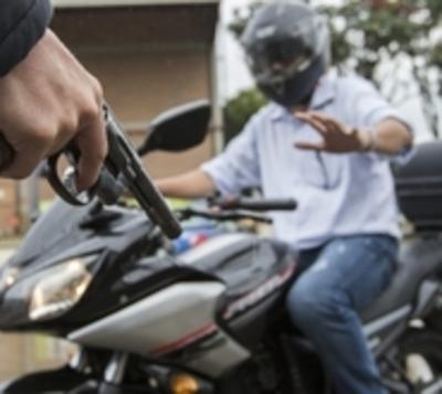 Cada vez más violentos: Ladrones realizan disparos para robar moto