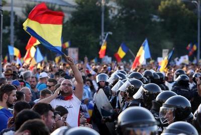 Más de 400 heridos durante una manifestación antigubernamental en Bucarest