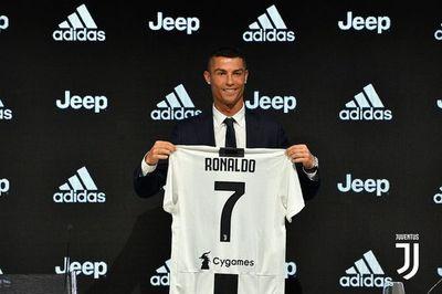 Ronaldo debuta con la Juventus en familia y ante 5.000 espectadores