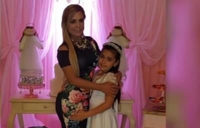 La hija de Lizarella Valiente gana medalla en danza