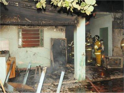 Supuestos microtraficantes incendian vivienda en Sajonia