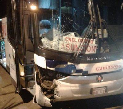 Motociclista muere arrollado por un bus de larga distancia