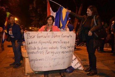 """Hermano de González Daher a Tobías Vargas: """"Que tu mamá salga de la manifestación"""""""