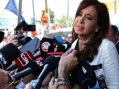 Cristina niega haber recibido sobornos y denuncia persecución