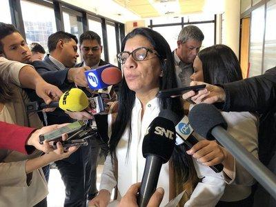 """Hija de diputada Marlene Ocampos renuncia """"para tener tranquilidad"""""""