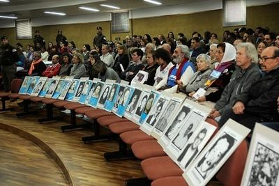 Comienza en Argentina juicio por crímenes contra 805 víctimas en dictadura