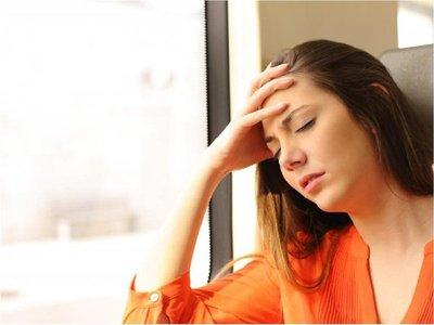 Estudio apunta a hormonas sexuales como causantes de más migrañas