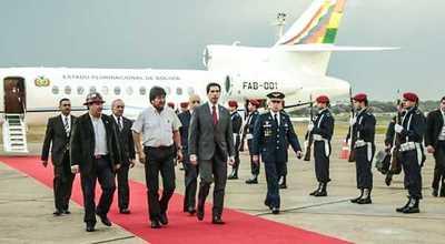 Evo Morales es el primero en llegar al país para participar del traspaso de mando