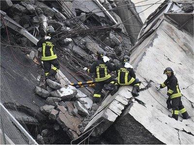Derrumbe de un viaducto deja decena de muertos en Italia