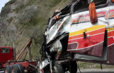 Al menos 24 muertos y 14 heridos es saldo de accidente de tránsito