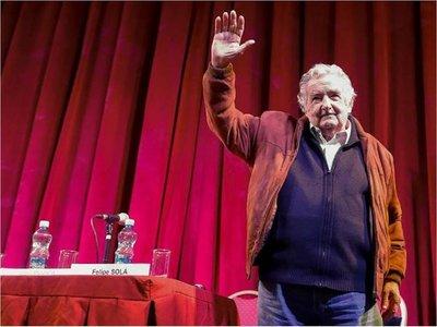 Mujica renunció al Senado por motivos personales y cansancio