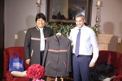 Mario Abdo recibe a Evo Morales
