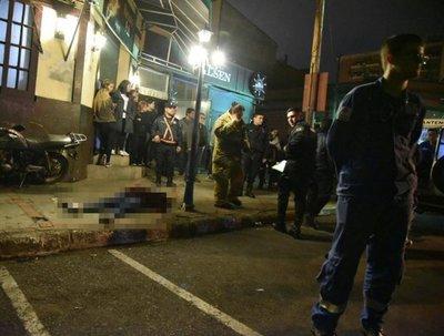 Matan a una joven en área sitiada por policías