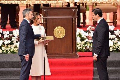 Abdo juró como presidente  y ya cumplió cargada agenda