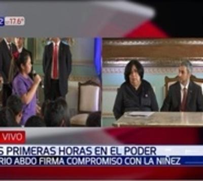 Marito firma 20 compromisos con la niñez y adolescencia del Paraguay