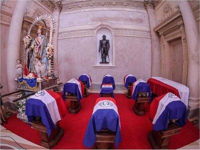 Los héroes patrios retornaron al histórico Panteón