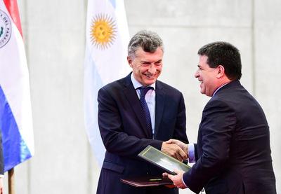 Paraguay y Argentina firman histórico acuerdo sobre deuda de Yacyretá
