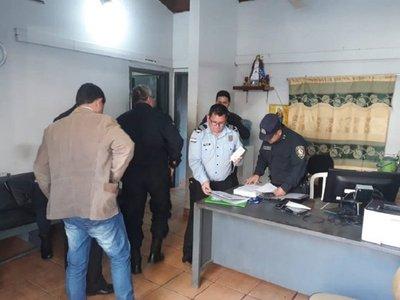 Supuesta complicidad entre policías y comerciantes para estafar a turistas
