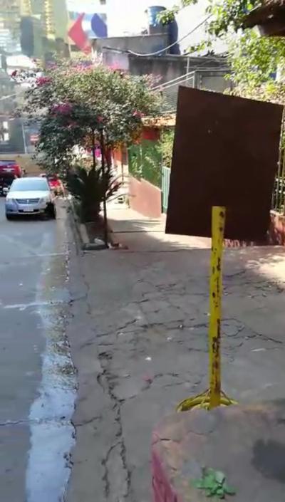 Inventan multas con señales de tránsito móviles en el centro