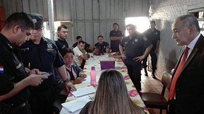 Detienen a 15 policías