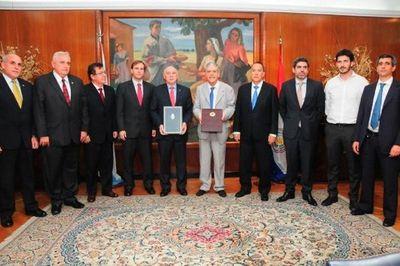 EBY: Amigos argentinos de Nicanor, procesados por operar red de coimas