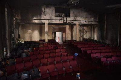 Incendio afecta a un auditorio del Puerto de Asunción