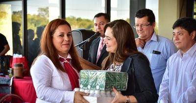 Gobernador entrega lote de medicinas para puesto de salud de Yguazu