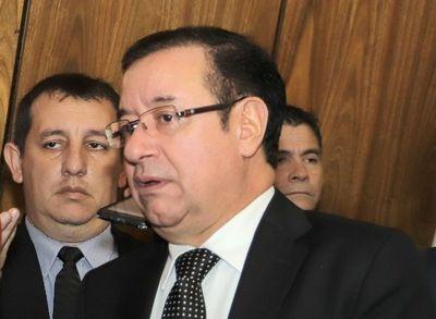 Cuevas incluye a comisionados como funcionarios permanentes