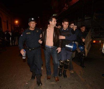 Federico Franco, echado a patadas de la plaza
