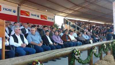 Mario Abdo visitó Expo Trébol y anunció la reconstrucción de la Transchaco