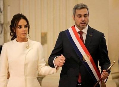 HOY /  Marito da poderes de 'ministro' a la Primera Dama y 'derrama combustible' para las bromas