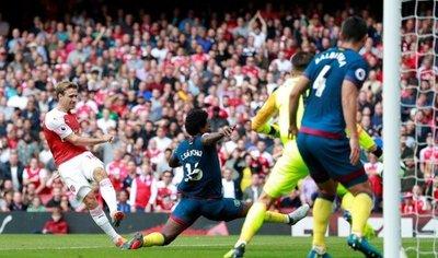 Arsenal suma ante el West Ham el primer triunfo de la era Emery