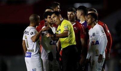 Santos recurrirá a Justicia tras sanción de Conmebol