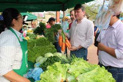 Ministro de agricultura visita a feriantes