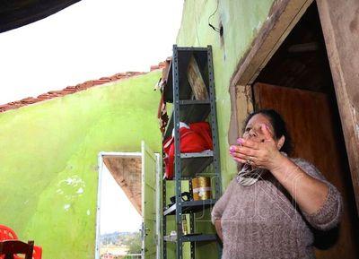 Tormenta de Santa Rosa destechó casas en el Sur