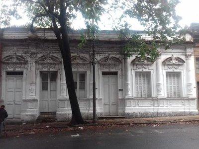 Sospechoso túnel frente a la sede del Ministerio Público