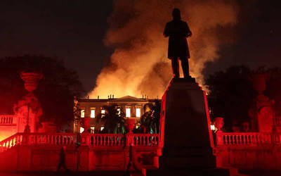 Incendio devoró el Museo Nacional de Río de Janeiro, una joya cultural de Brasil