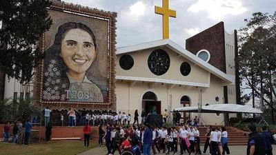 Entusiasmo y fe en el último día de la exposición del retablo de Chiquitunga