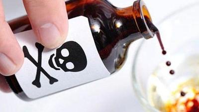 Mujer se suicida tomando veneno
